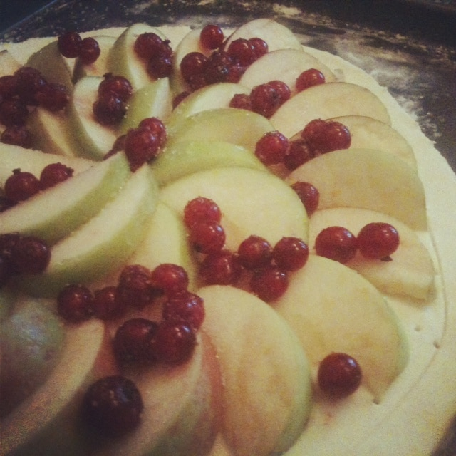 red currant and apple tart
