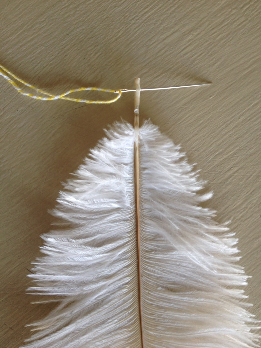 thow to make a feather garland