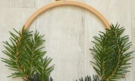 Embroidery Hoop Wreath - A simple craft for Christmas