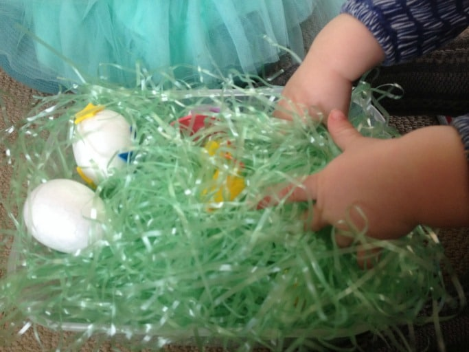 simple easter sensory bin for toddlers