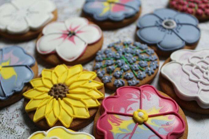 Biscuiteers Mother's Day Biscuit Tin Review
