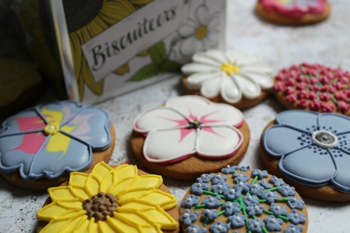 Biscuiteers Mother's Day Bouquet Biscuit Tin Review