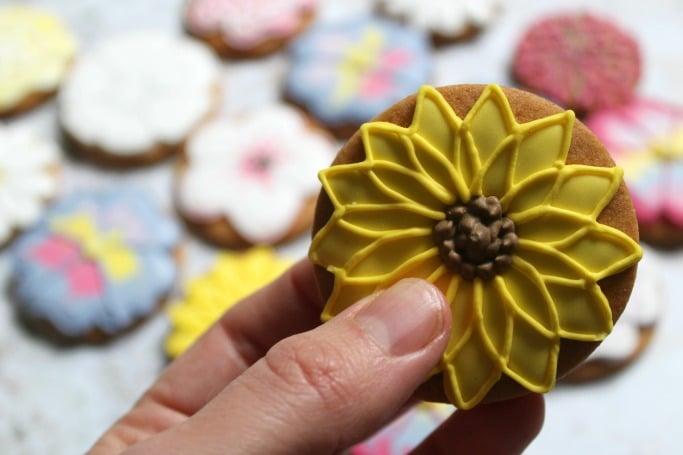 Biscuiteers Mother's Day Bouquet Biscuit Tin