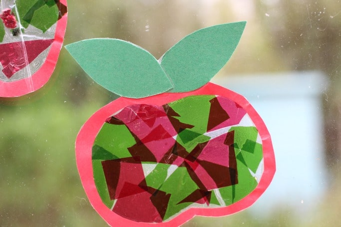 apple suncatcher craft for kids