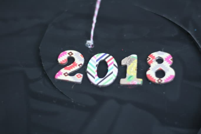 Easy New Years Eve Craft Paper Plate Twirler