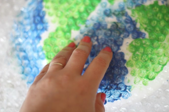 printing with bubble wrap earth craft