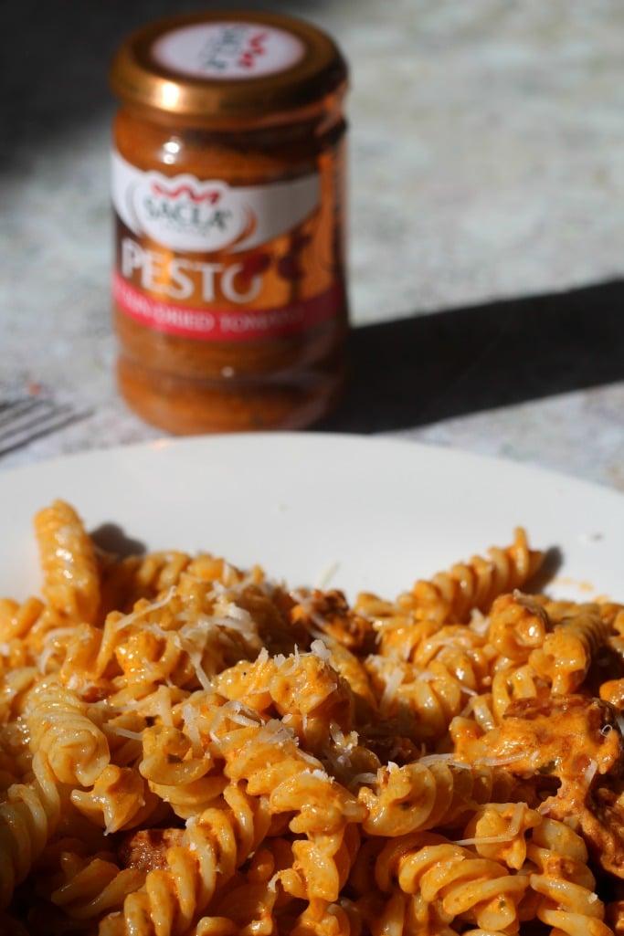 tomato pesto and chorizo pasta