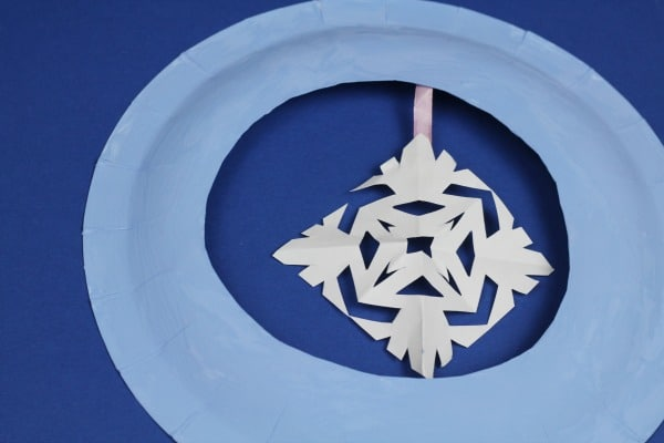 easy paper plate snowflake wreath craft for kids