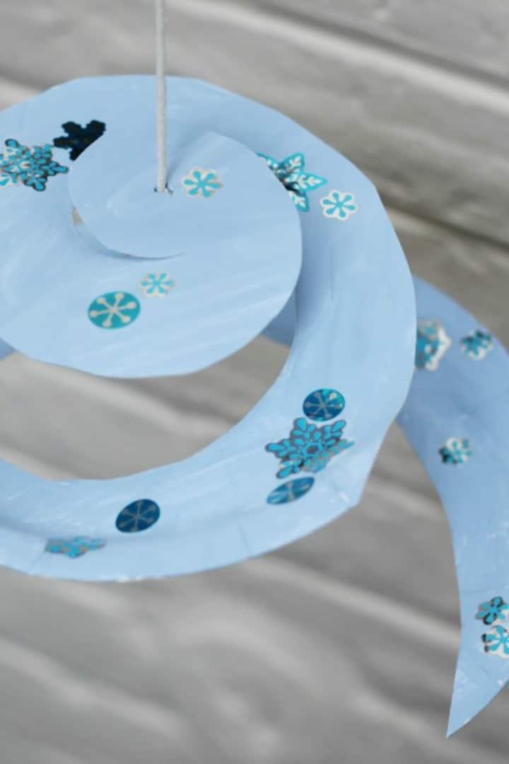 paper plate snowflake craft twirler