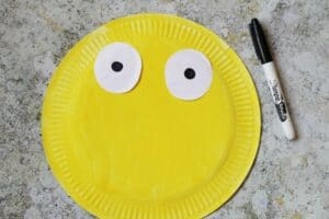 paper plate bee craft how to eyes