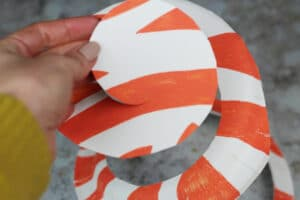 how to make a paper plate twirler
